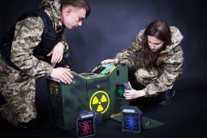 Устанавливая батарею в реактор в квест комнате сталкер игроки загружают вирус