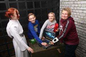 Веселое задание в квесте рассмешило подростков в квесте Звездные войны
