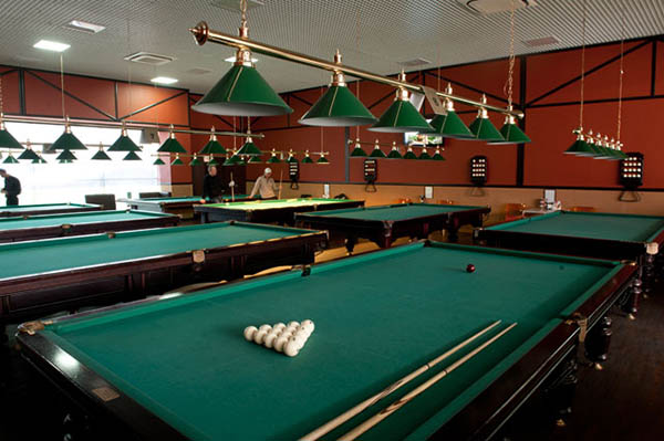столы в бильярдном клубе харькова